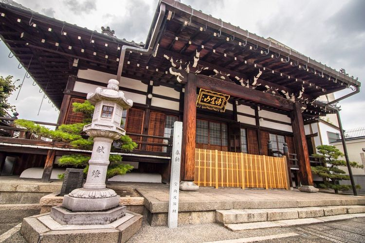 Architecture Built Structure Building Exterior Cloud - Sky Day Outdoors Façade Architectural Feature No People Kyoto Japan Japan Photography Streetphotography Travel Kyoto Japan History Traditional Temple - Building Place Of Worship Tranquil Scene Tranquility Architecture Spirituality Walking Cultures