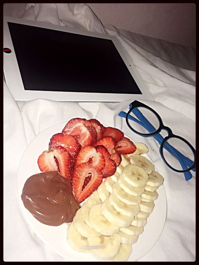 Good afternoon ❤️💋 Fresh Fruits Brunch Around The World Looks Good Nutella I'm A Nutella Lover❤✌ Reading & Relaxing Ibooks, Song Of The Moon