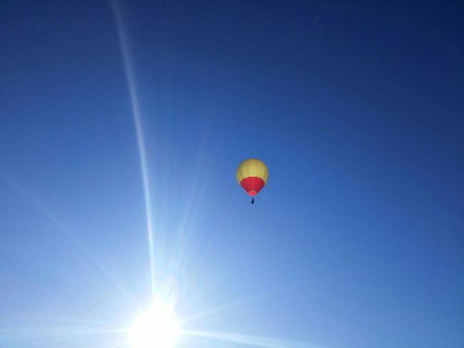 ..Up up and away in my beautiful, my beautiful balloon.. Ladyphotographerofthemonth Sunburst Eye4photography  Hamiltonnz New Zealand Beauty Traveling New Zealand Scenery My Backyard Sky Porn