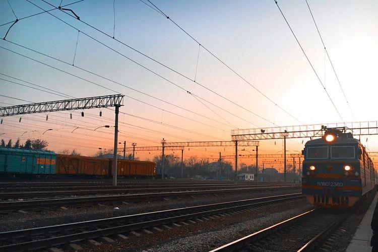 🚞 Sunset Train