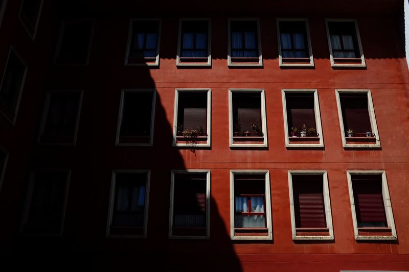 Your Ticket To Europe The Week On EyeEm Madrid Madrid Spain Madrid, Spain Architecture Architecture_collection Architecturelovers Architectural Detail Windows Window View Windowlovers Window Building Exterior Architecture Red Built Structure No People Full Frame Day Outdoors