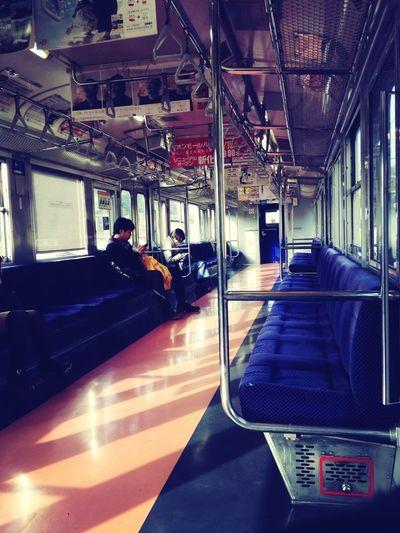 ローカル電車な中。閑散としてますよー