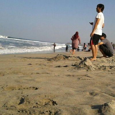 take arest at pameungpeuk beach (2) Instamudik