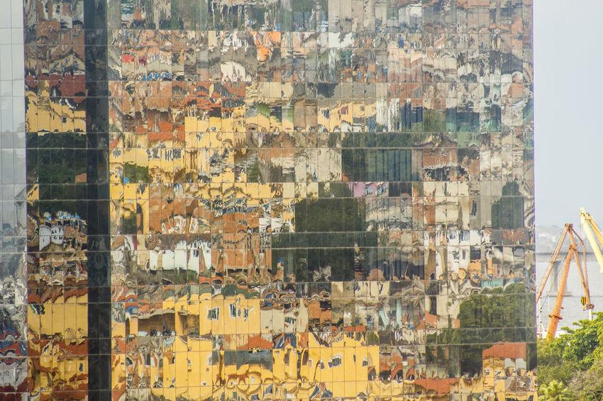 Morro do Pinto - Rio de Janeiro - Brasil Brasil ♥ Brazil Morro Do Pinto Praça Mauá Reflexo  Rio De Janeiro Rio De Janeiro Eyeem Fotos Collection⛵ Brasil Brunomartinsimagens Espelhos Favela Favelabrazil Landscape Noite Paisagem Prédios Zona Portuária