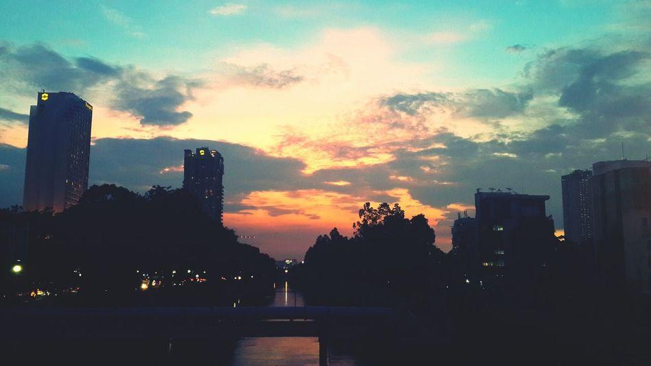 First Eyeem Photo Sky Sky And City Skylovers Sunset #sun #clouds #skylovers #sky #nature #beautifulinnature #naturalbeauty #photography #landscape