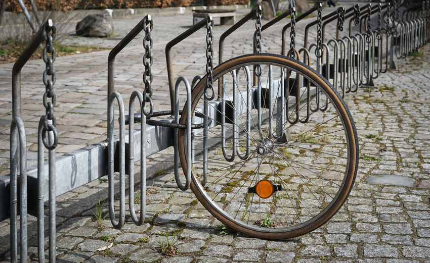 secured ... Street Architecture Streetphotography Urban Bicycle Sicherheit Empty Fahrrad Wheel Fixed Gear Railing Gate Metal Fixed Fahrradständer RAD Absence Stationary Bicycle Parking Sicher Attached Secured Bicyclerack Angeschlossen Analogue Sound