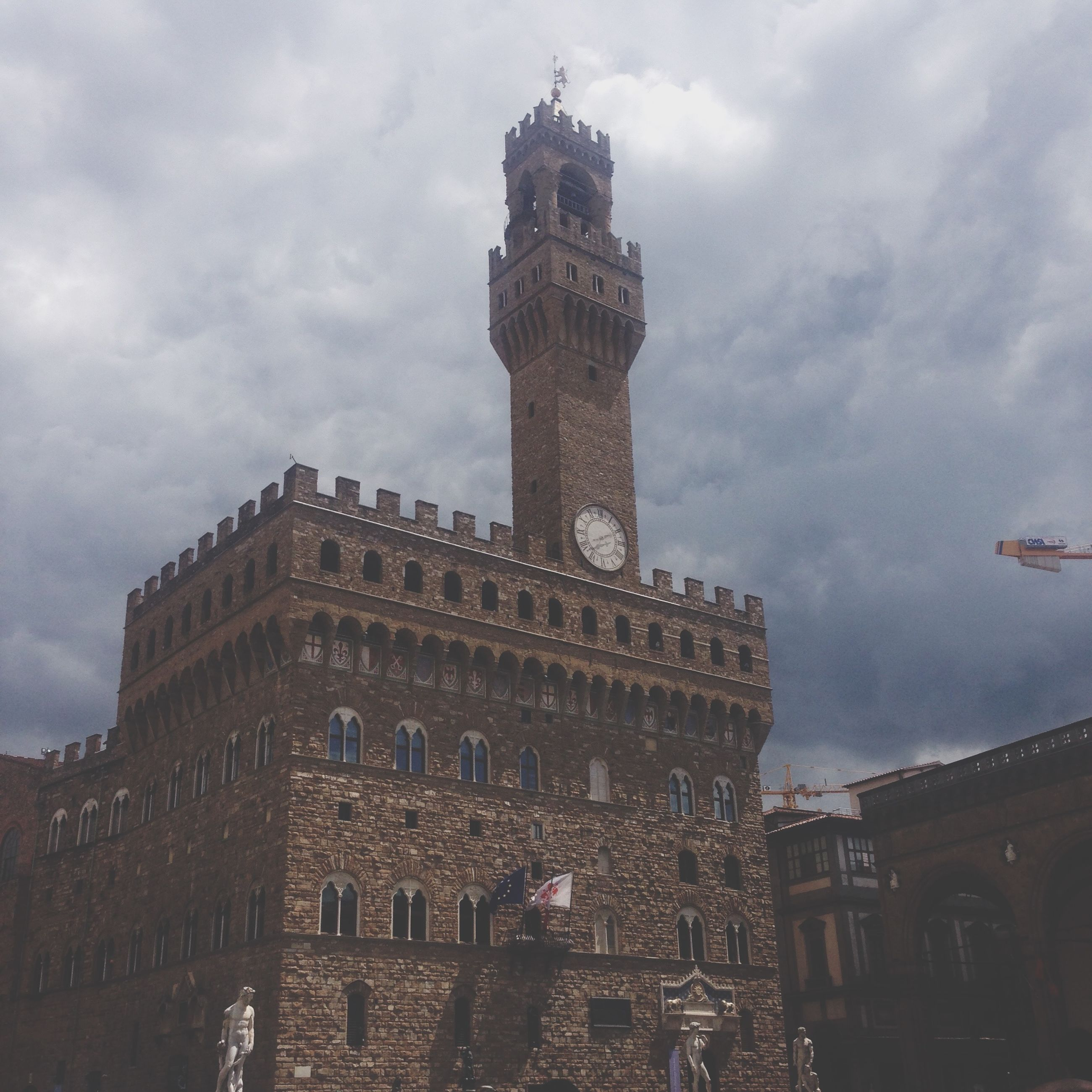 architecture, built structure, building exterior, sky, cloud - sky, low angle view, cloudy, history, travel destinations, famous place, cloud, tower, travel, tourism, city, arch, old, clock tower, capital cities, religion