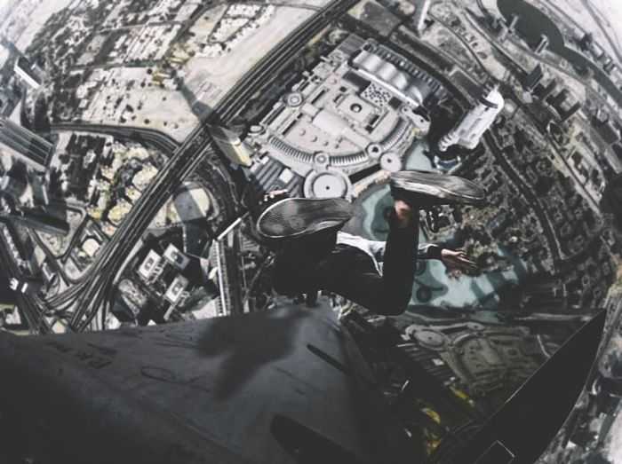 Woaa!!! I fall from burj khalifa Creativity Famous Place History Monument Dubai❤ Burj Khalifa Burjkhalifa Infinitytones Cold Temperature Fallen Outdoors Architecture Fotograferpetakilan StreetActivity Photographer