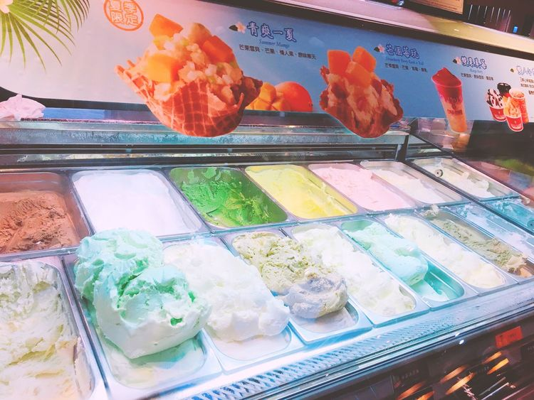 Food And Drink Food Ice Cream Frozen Food Sweet Food Indulgence Dessert Temptation Variation Cold Temperature Ice Cream Parlor Choice Retail  Store Dairy Product Freshness Business Finance And Industry No People Frozen Sweet Food Scoop Shape 美味しい Coldstone
