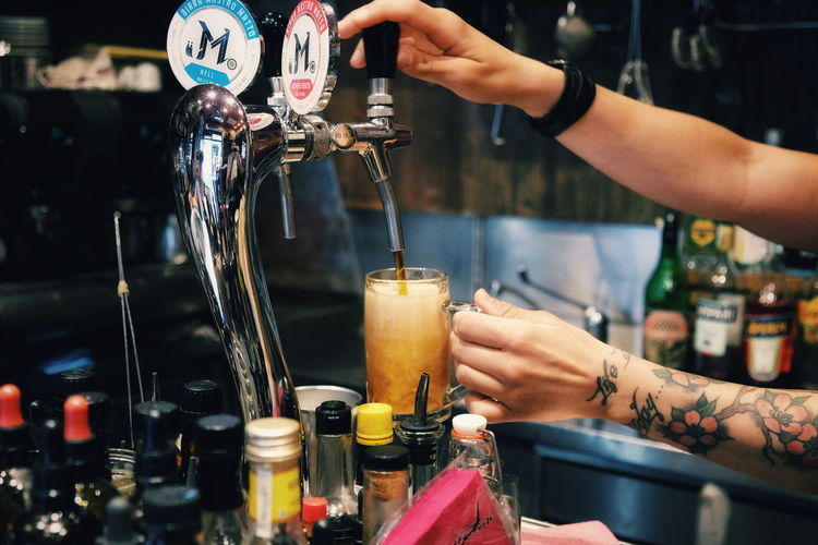 Human Hand Human Body Part One Person Real People Pouring Indoors  Preparation  Drink Bartender Close-up Service Freshness Filling Day People Craft Beer FUJIFILM X-T10 XF18-55mmF2.8-4 R LM OIS F/3.6 ISO 2500 via Fotofall