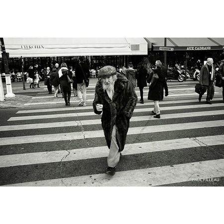 Paris Streetlife Streetphotographyparis Streetphotography Streetphoto Street Paris Bnw Bw Nikon