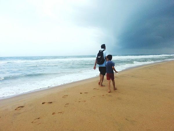 Thunderstorm Ahead in Kerala India Summer2014 Beachview Mypointofview Check This Out Beautiful Nature but Dangerous Nature Unforgettable Memories Incredible India Dadson Walking Together Taken From Smartphone Camera Dad And Son The Great Outdoors - 2016 EyeEm Awards Get Outdoors The Great Outdoors With Adobe Look Up The Sky Gorgeous Sky The Essence Of Summer