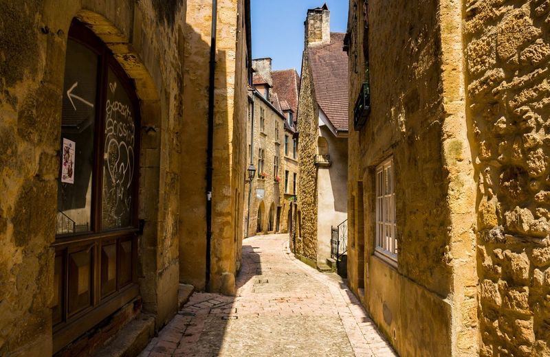 French villages... 🏡 Architecture Tradition France Countryside Country Life TBT  Beautiful Beauty Summer Photography Canon Travel Trip Relax Blue Sky Amazing Colorful House No People City Gorgeous Awesome Pretty