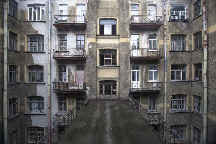 Architecture City No People Window Дворы Питера окна питерские подворотни питерские прогуки
