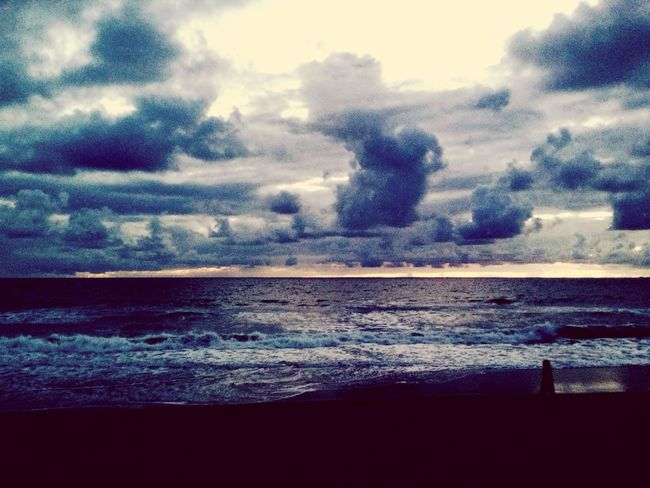 Ocean Waves Greyskys