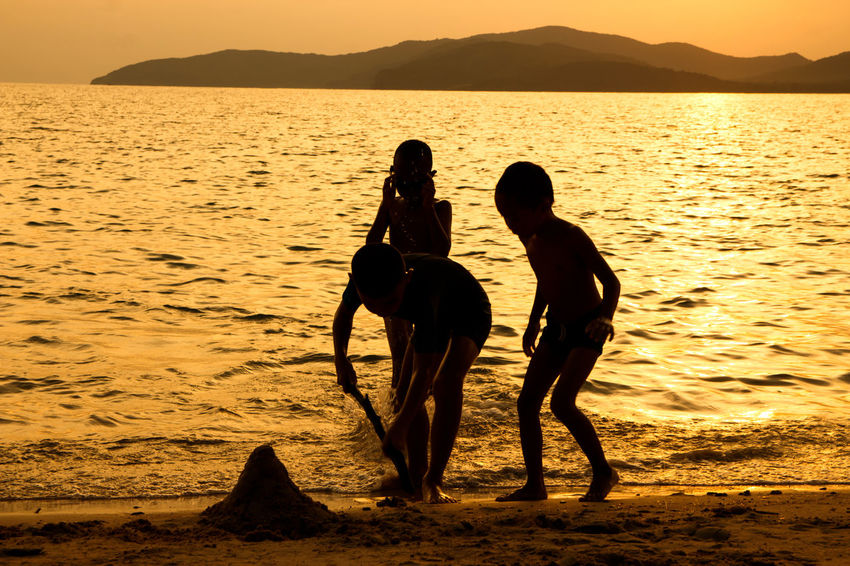 silhouette of people at the beach,The beauty of natural light at sunset. Water Sunset Beauty In Nature Sea Sky Beach Two People Real People Land Lifestyles Silhouette Togetherness Scenics - Nature Women Nature Leisure Activity Mountain Tranquility Tranquil Scene Outdoors Positive Emotion Couple - Relationship Silhouette Happiness Happy People Holiday Relaxing Children Man Romantic Orange Clouds And Sky Love Family Summer Sunrise Boy Freshair Freedom Fun