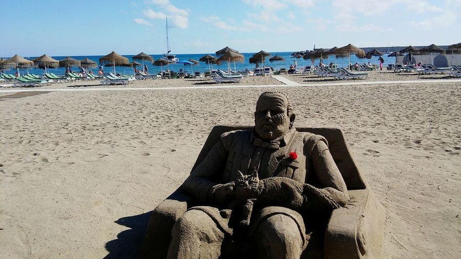 Don Corleone from the Godfather as a sand sculpture! Sand Sandsculpture Godfather DonCarleone Beach Life