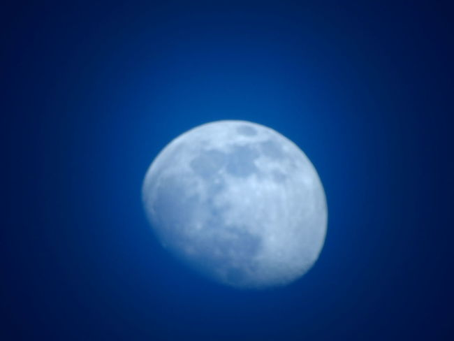 Moon Moon Surface Astronomy Blue Night Sky Nature Clear Sky No People Outdoors Low Angle View Beauty In Nature Space Close-up Satellite View Luna❤ Lunalunera