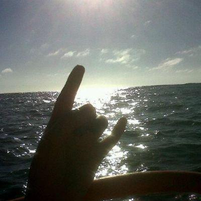 El bote :) Elquiscochile Me Hand Shadow silueta sea mar sun bote instachile playa verano summer
