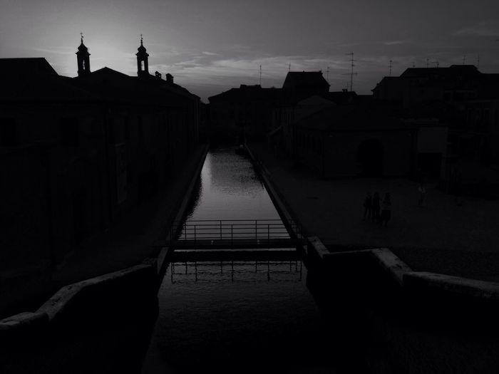 Siluette Lowkey  Lowlight Black And White Biancoenero IPhoneography Urbanphotography Urban Landscape River View River Noir Monochrome Lididicomacchio