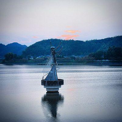 トンボ 湖 風景