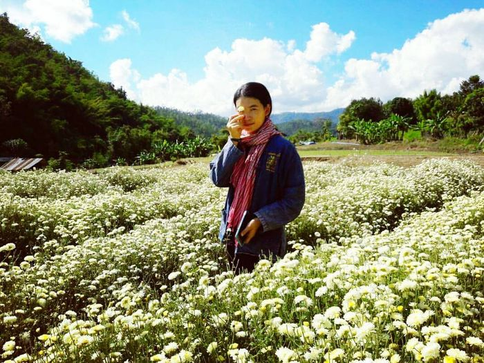 Flower Sky People Outdoors Farm Worker Beauty In Nature