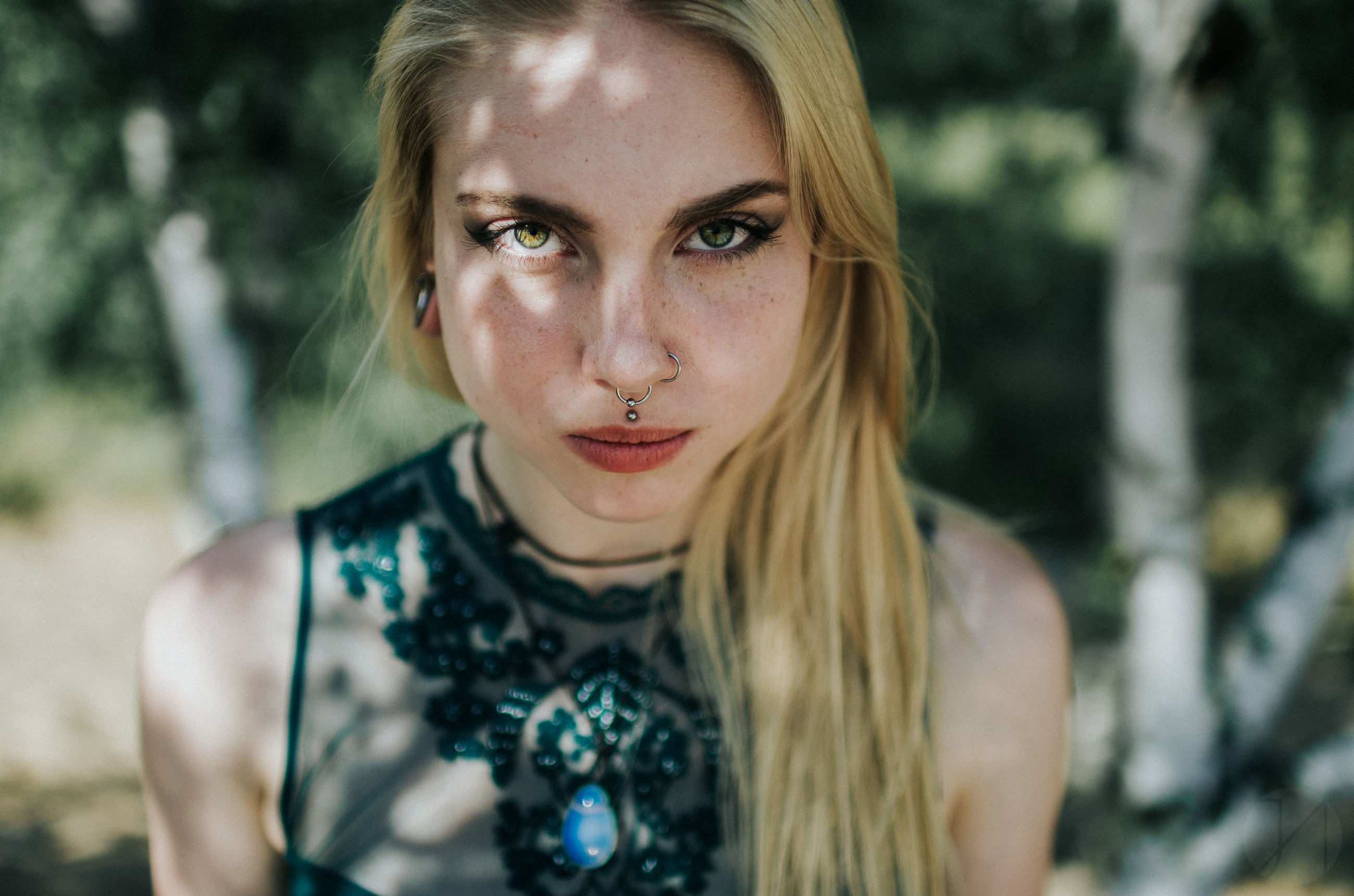portrait, lifestyles, headshot, focus on foreground, leisure activity, close-up, casual clothing, human face, confidence, day, outdoors, selective focus