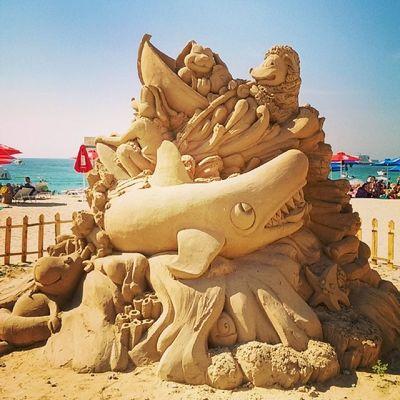 Jaws sand sculpture in Jbr Dubai