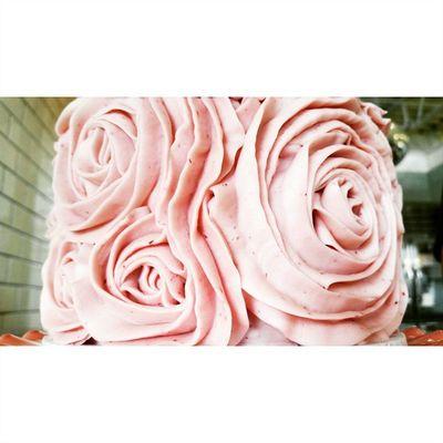 Random Rose Cake detail. A piece of art I almost don't want to eat. Foodie Santabarbarapublicmarket Santabarbara Foodie SB sbpm dessert foodgasm