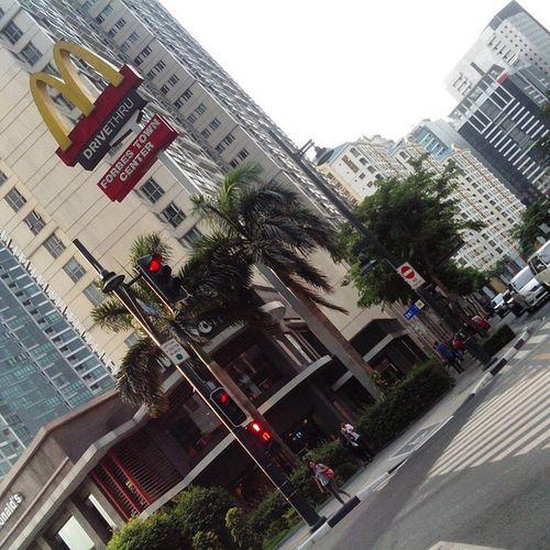McDo for dinner, late breakfast and late lunch. LOL. Too bad ito lang ang pinakamalapit na fast food, which is a few blocks away from where I'm staying at. Habang kakalakad, nagbuburn na ng calories ^_^ 7-10mins walk to McDo. Kapagod! Mcdonalds McDonald