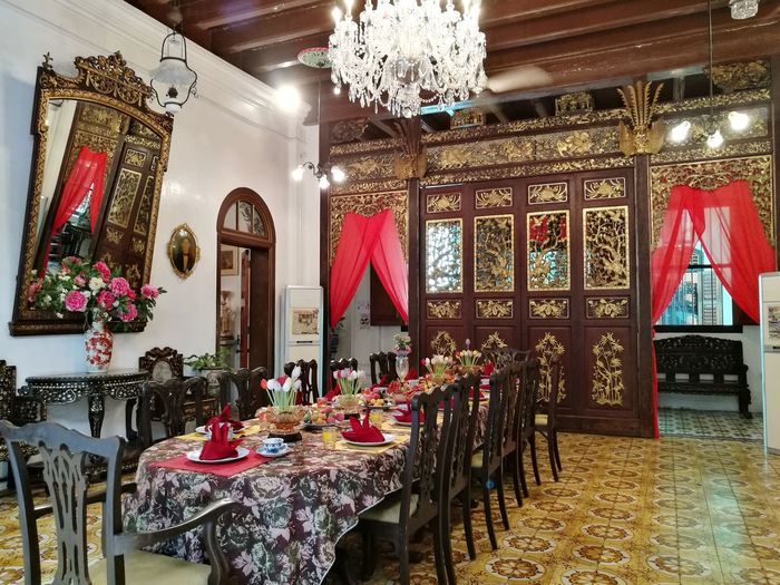 Pinang peranakan mansion musium nyonya baba Penang Architecture Indoors  No People Dining Table Antique Furniture Dining Room Dinner Party Banquet Wedding Reception Dinner Dining Setting The Table Empty Plate Historic