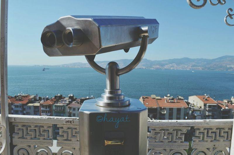 Şu resme 10 saniye baktıktan sonra insanın içine yaşama sevinci geliyo 💙😍😜😜 Sea Cityscapes The Great Outdoors - 2015 EyeEm Awards Binoculars Roof Building View Taking Photos Relaxing Urban Lifestyle