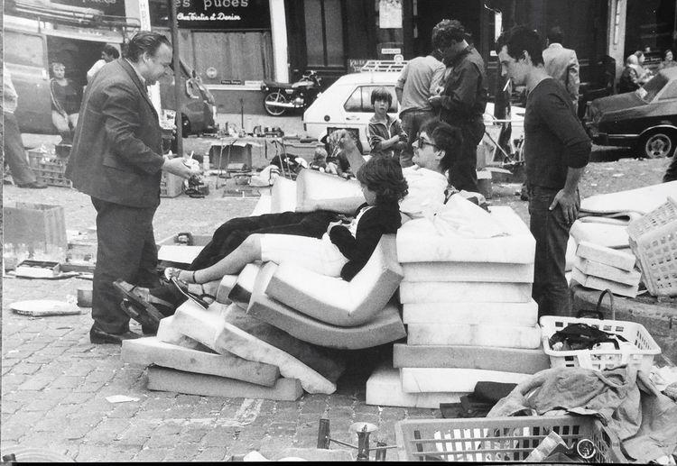 Men Large Group Of People City Outdoors Adult Puces à Bruxelles En 1982