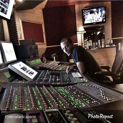 Go follow bro n IndustryEngineer @floview gotta session coming up with him in Atlanta Liveit Musiclife StudioFlow Work SoulAsylumStudios