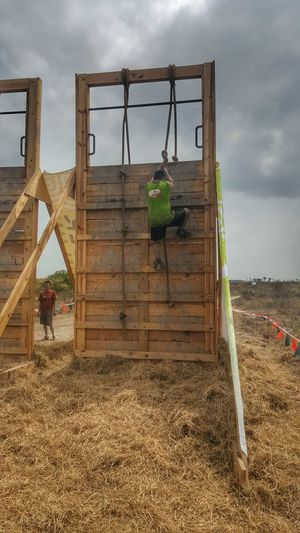 Showcase March Strong Helpingeachother Obstacles Tough Mudder Run Havin Fun Having A Good Time Extreme Sports Man