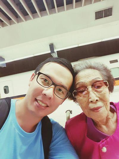 Train Station Grandma And Grandson Grandma Grandmother My GrandMa And Me Alzheimer Traveling Family❤ Family 高鐵板橋站