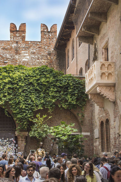 Juliet Statue Juliet's House Romeo And Juliet's Balcony Verona Architecture Building Building Exterior Built Structure Crowd Day Giulietta Group Of People History Juliet Balcony Real People Romeo And Juliet The Past Tourism Travel Destinations Adventures In The City