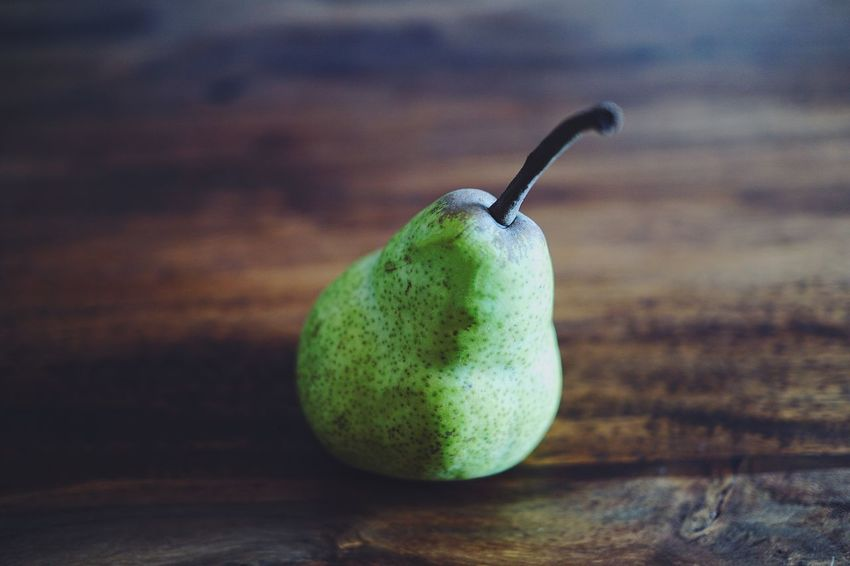 Art Minimalism Colors Foodporn Foodphotography The Still Life Photographer - 2018 EyeEm Awards Healthy Eating Food Photography Food And Drink Healthy Eating Food Fruit Wellbeing Freshness Close-up Still Life Focus On Foreground Green Color No People Indoors  Table Single Object Pear