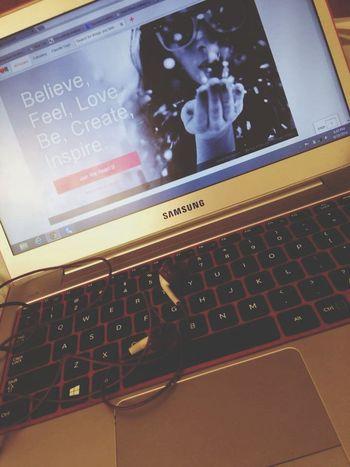 pink laptop + violet earphones = all-day surfing ? Samsunglove Applelover
