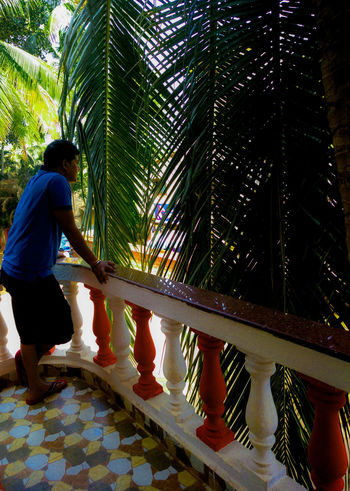 Watching over the balcony, but what!?? Learn & Shoot: Balancing Elements Color Explosion Railing Of The Balcony People Photography Looking Over Relaxed Moments Enjoying Vacation Trees And Leaves Happy PeopleTaking A Break Candid Photography Candid Portraits Balcony View