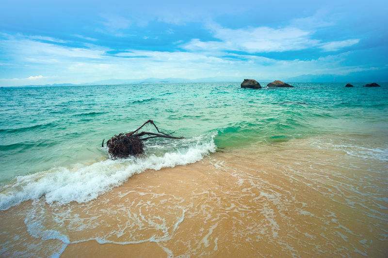 Cau Isle Vietnam Cu Lao Câu Câu Isle Tuy Phong, Binh Thuan Beach Beauty In Nature Cloud - Sky Day Horizon Over Water Nature No People Outdoors Scenics Sea Sky Tranquility Water Waterfront Wave EyeEmNewHere Plastic Environment - LIMEX IMAGINE