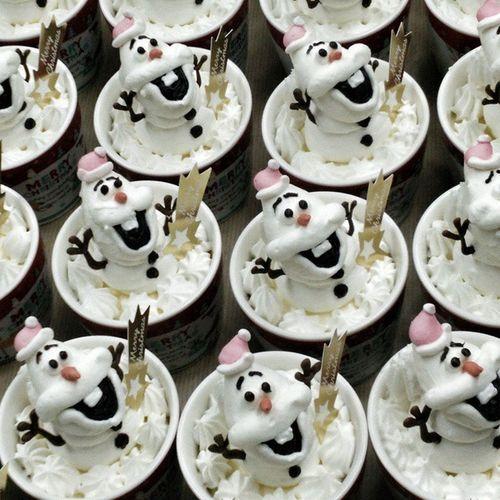 某雪だるま軍団 オラフ アナ雪 ケーキ クリスマス Frozen Olaf Christmas Cake