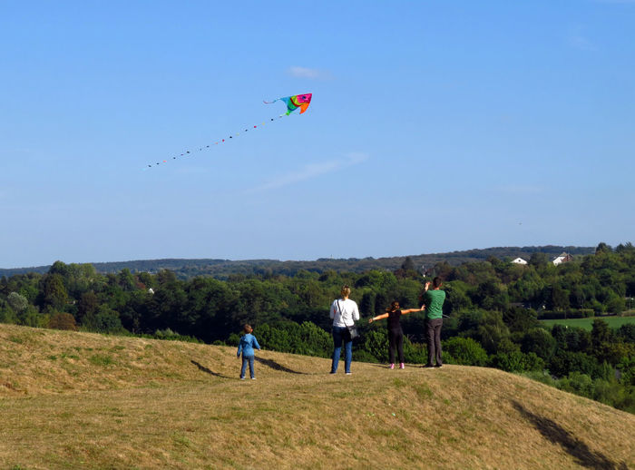 Sky Flying Kite - Toy Environment Land Men Group Of People Landscape Leisure Activity Childhood Child Nature Plant Day Full Length Field People Blue Rear View Standing Outdoors Kite Kite Flying Family Family Time FamilyTime Family Activity Activity Wind Windy Windy Day Leisure Leisure Time Leisure Games Nuclear Family Patchwork Family Family Matters Freedom Free Life Parenthood Parent Parents Parenting Children Childhood Memories