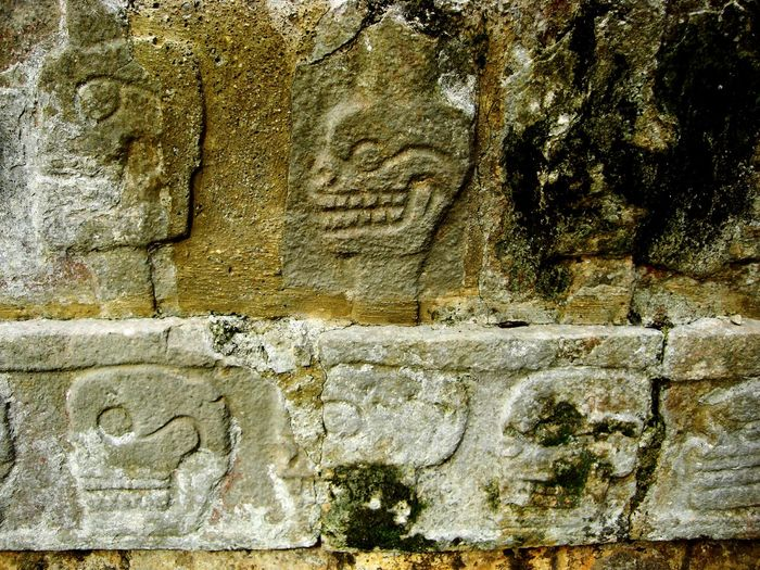 Fresco of sculls at the Tzompantli structure in Chichen Itzá, Yucatan, Mexico Ancient Close-up No People Architecture Mayan Ruins Ancient History Yucatan Mexico History Architecture Built Structure Ancient Archaeological Sites Travel Destinations Chichen Itza Yucatan Peninsula Archaeology Travel Photography Vacations Spring Break Spring Break 2017 Yúcatan
