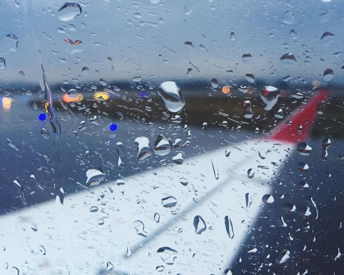 Rainy day but in the way to the sun of Madrid ! Window Transportation Rainy Holiday Starting A Trip Rain Rainy Days Plane Holiday POV
