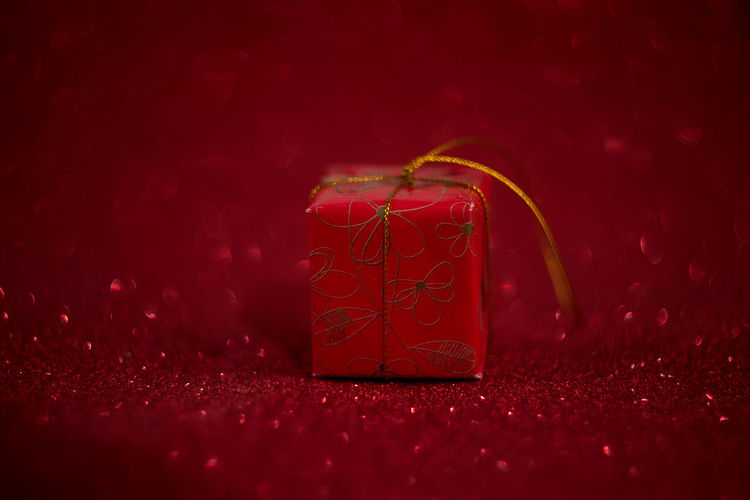 Gift Christmas Red Background Box Gifts Present Holiday Boxes Ribbon View White Celebration Top Bow Presents Package Decoration Paper Birthday Valentine Surprise Space Copy Xmas Wrapped Flat Color Design Card Festive Lay Isolated New Anniversary Wrapping Happy Day Horizontal Square Year Wrap Object Season  Shiny Party Merry Above Giving