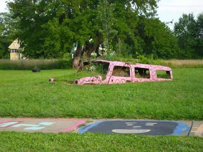 Heidelberg Weird ArtWork Pink Hummer Detroit Michigan