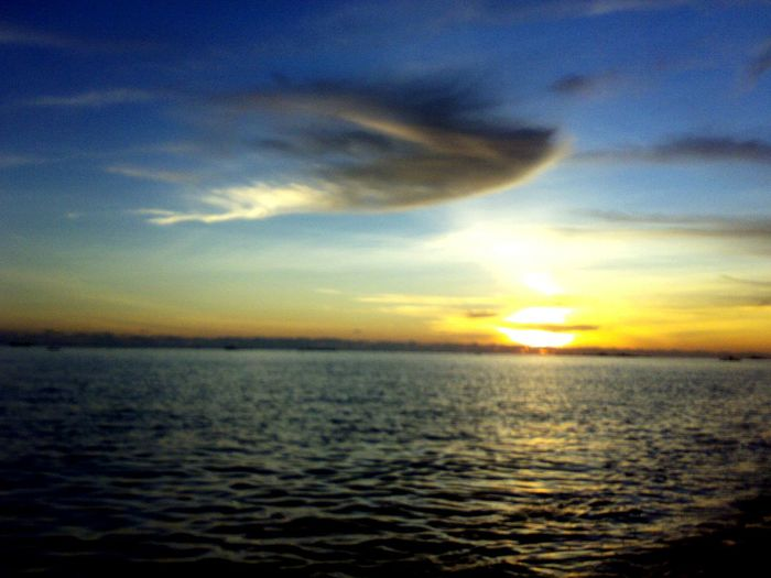 Sea Scenics Sunset Horizon Over Water Nature Tranquil Scene Sun Beauty In Nature Tranquility Sunlight Cloud - Sky Water Idyllic Rippled Outdoors No People Freedom Sky Refraction Horizon