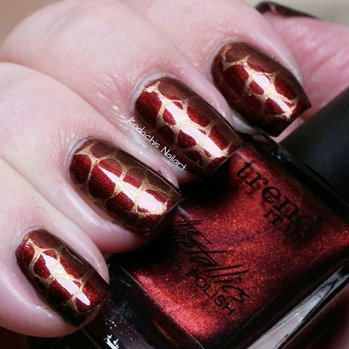 Day 13 - Animal Print 31dc2015 - used Trenditup Metallic 060, leggy legend from Essie for Stamping and Uberchicbeauty out of Africa plate