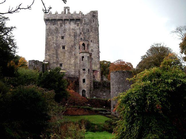 Blarney Castle, Ireland History Architecture Castle Travel Destinations Medieval Fortress Ireland🍀 Irish Landscape Irish Countryside Beautiful Ireland History Kissthestone Blarney Castle